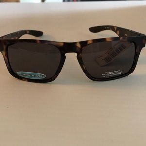 Atmosphere Kickback Sunglasses